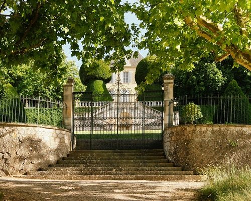 https://www.idealwine.info/chateau-simone-pioneer-of-provences-palette/